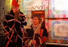 Царь умылся, нарядился и на рынок покатился